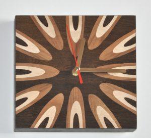 ročno izdelana lesena ura