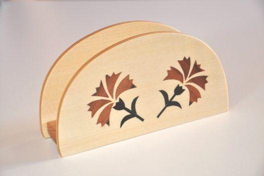 ročno izdelano leseno stojalo za prtičke ali pisma z motivom dveh nagljev