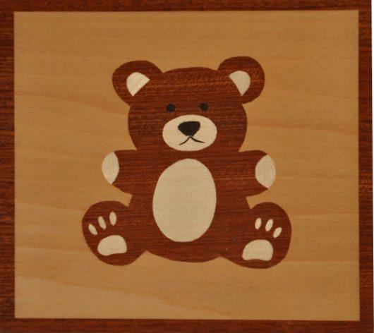 ročno izdelana lesena voščilnica z motivom medveda