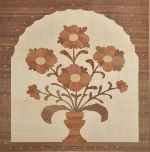 ročno izdelana lesena slika s slovenskim narodnim motivom rož