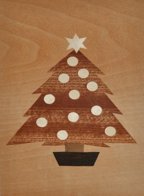 ročno izdelana lesena voščilnica z motivom smreke