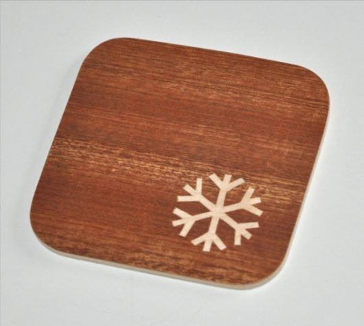 ročno izdelan podstavek za kozarce z motivom snežinke