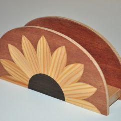 ročno izdelano leseno stojalo za prtičke ali pisma z motivom sončnice
