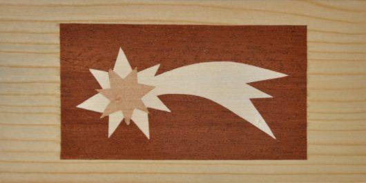 ročno izdelana lesena voščilnica z motivom zvezde repatice