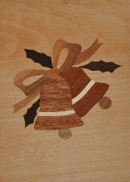 ročno izdelana lesena voščilnica z motivom dveh zvončkov