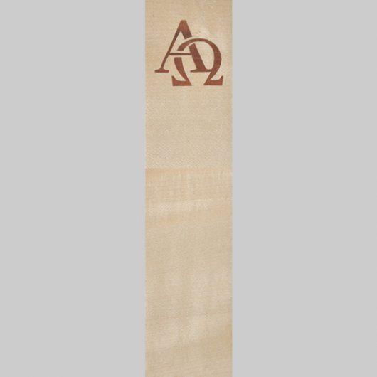 ročno izdelana lesena knjižna kazalka z motivom alfa in omega