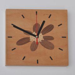 ročno izdelana lesena stenkska ura z motivom Blagajevega volčina