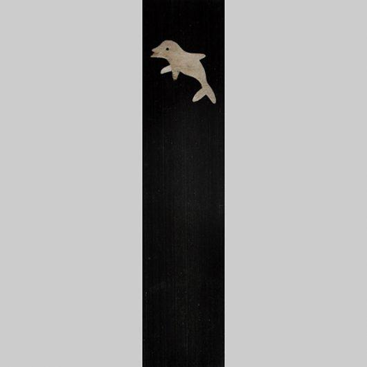ročno izdelana lesena knjižna kazalka z motivom delfina