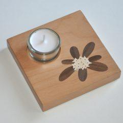 ročno izdelan lesen svečnik z motivom Blagajevega volčina
