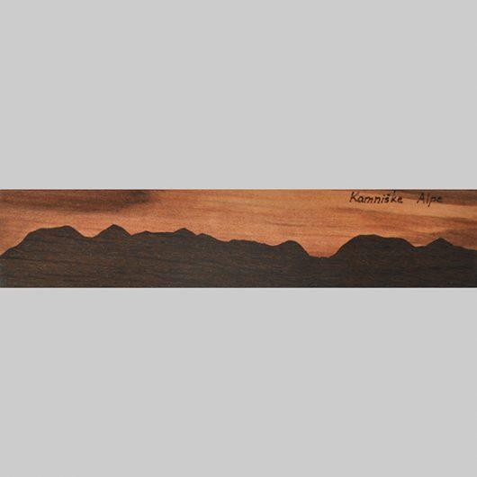ročno izdelana lesena knjižna kazalka s panoramo Kamniških Alp