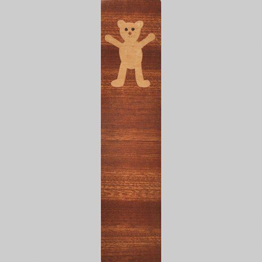 ročno izdelana lesena knjižna kazalka z motivom medvedka
