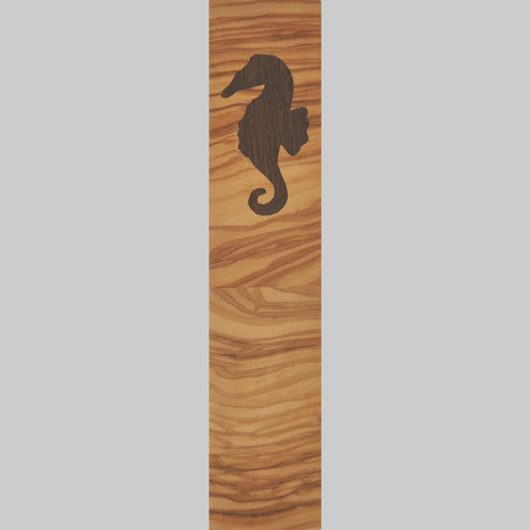 ročno izdelana lesena knjižna kazalka z motivom morskega konjička