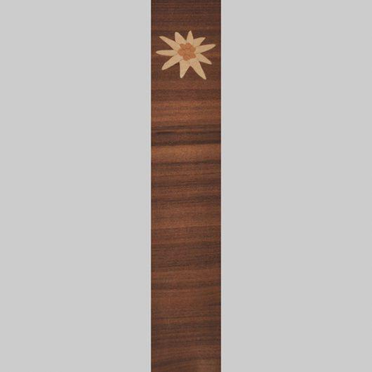 ročno izdelana lesena knjižna kazalka z motivom planike