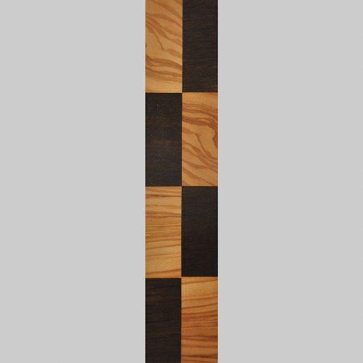 ročno izdelana lesena knjižna kazalka z motivom šahovnice
