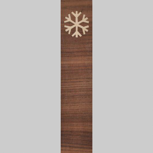 ročno izdelana lesena knjižna kazalka z motivom snežinke