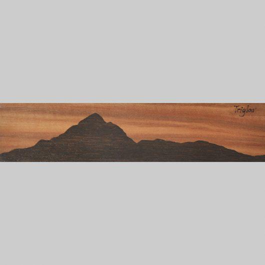 ročno izdelana lesena knjižna kazalka s panoramo Triglava